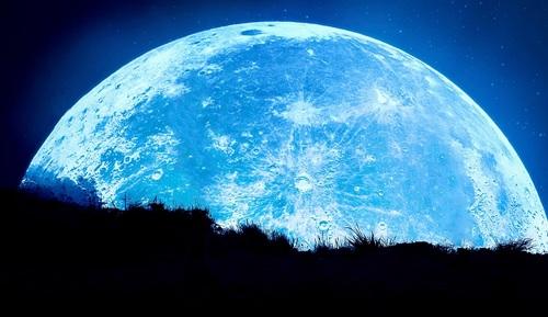 Moon%20over%20Corwyn.jpg